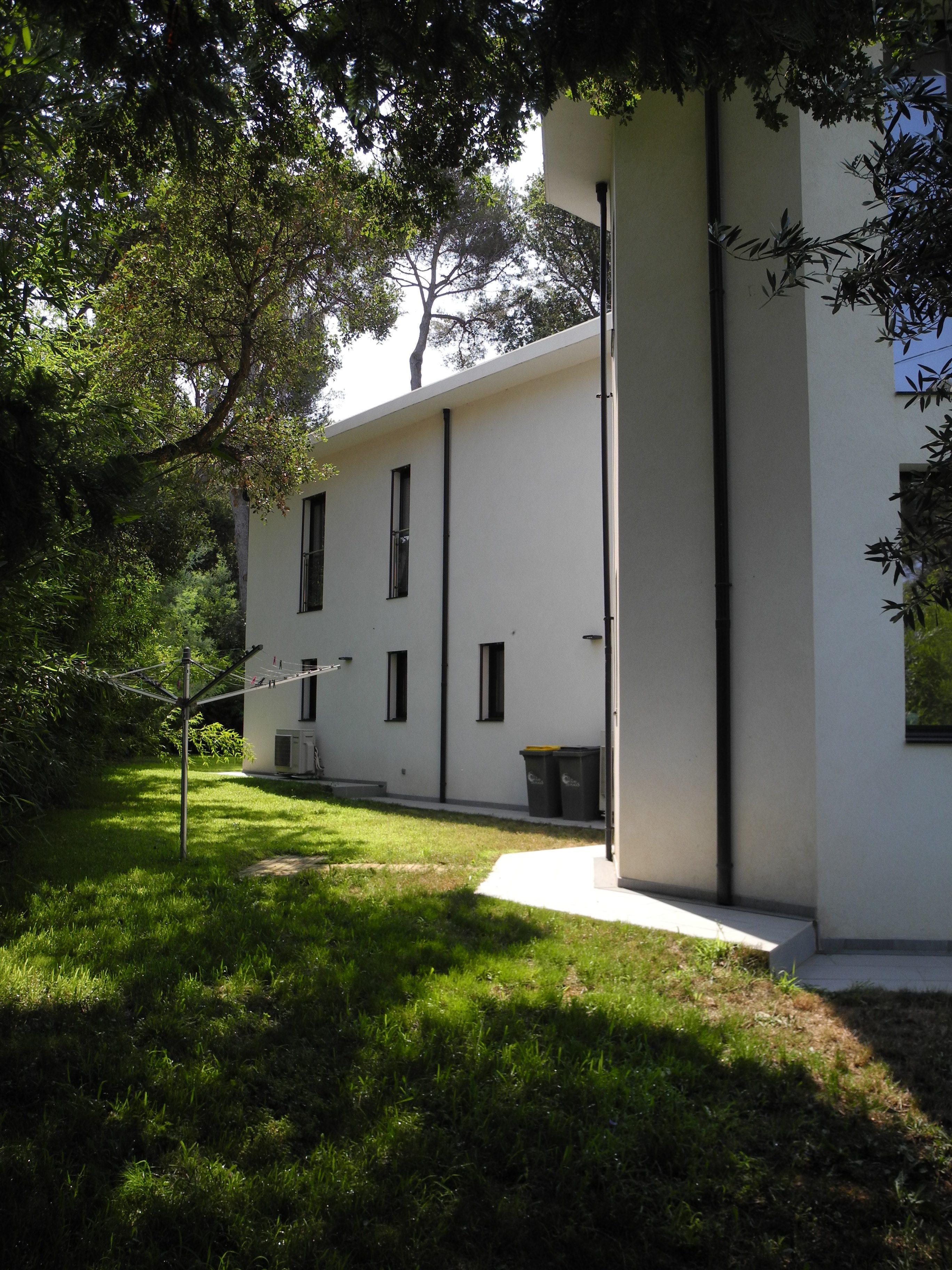 Six Fours Janas Grande villa neuve sur terrain arboré