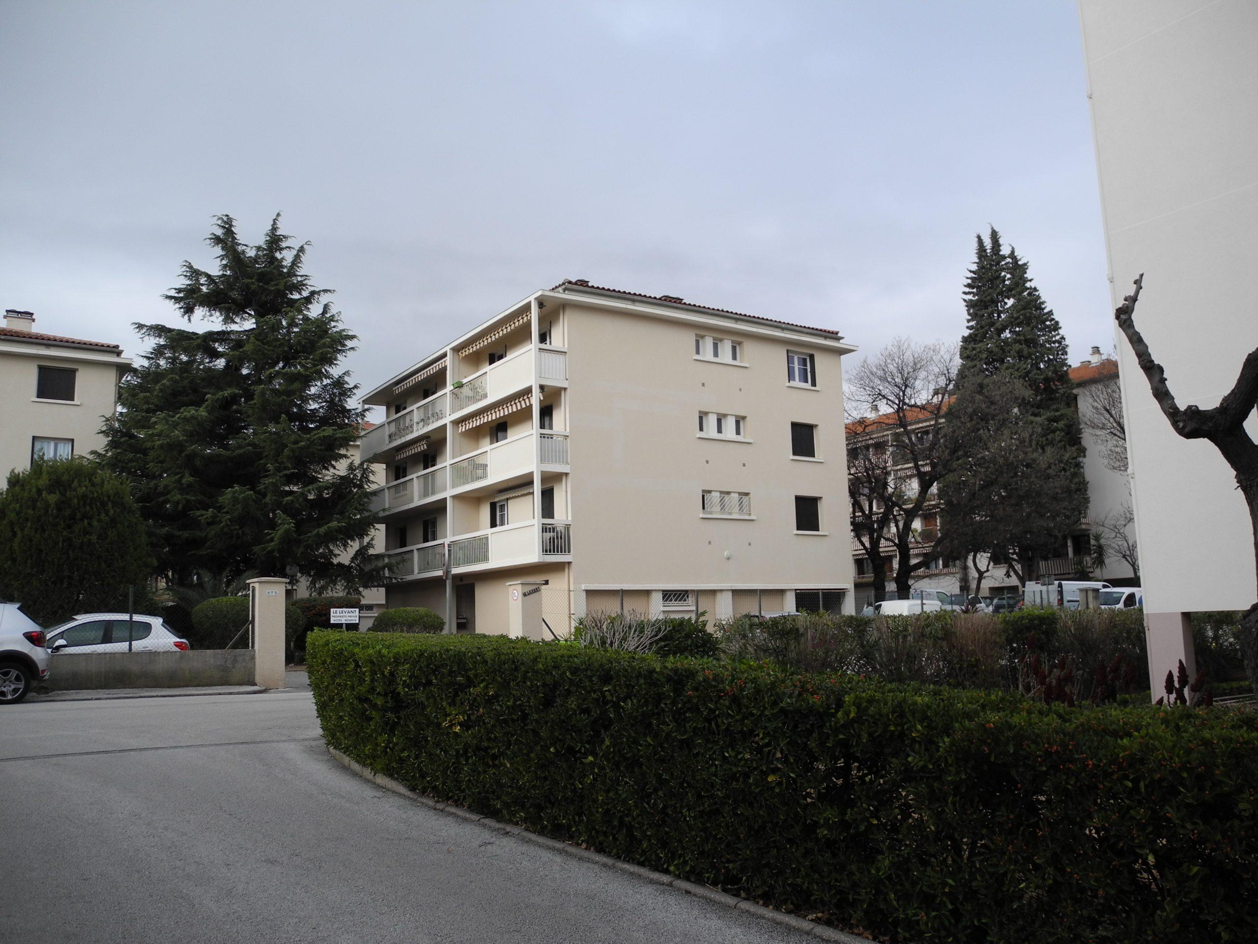TOULON La Serinette Appartement T3 rénové dernier étage