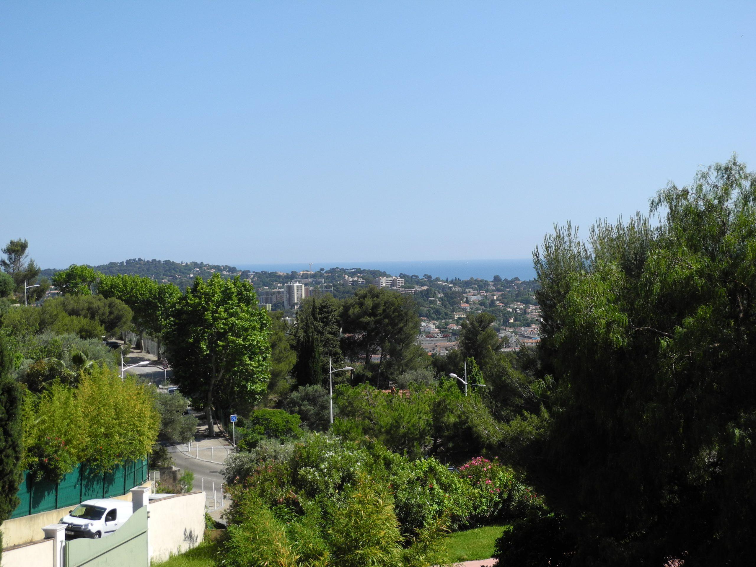 Toulon Faron,vue mer,mas rénové au calme sur un beau terrain arboré