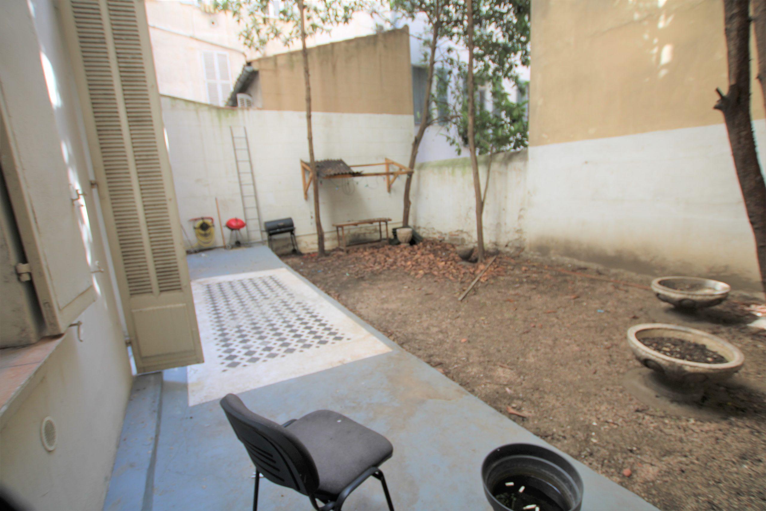 TOULON,haute ville, grand appartement haussmannien avec jardin privatif